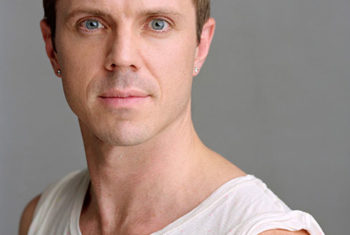 Jake Shears é um dos personagens do documentário The Out List